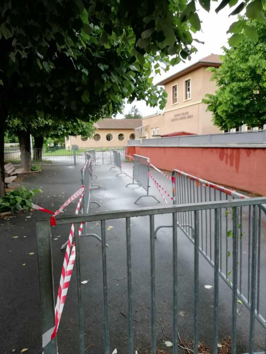 Entrée de l'école primaire - Séparation des entrées et des flux de personnes